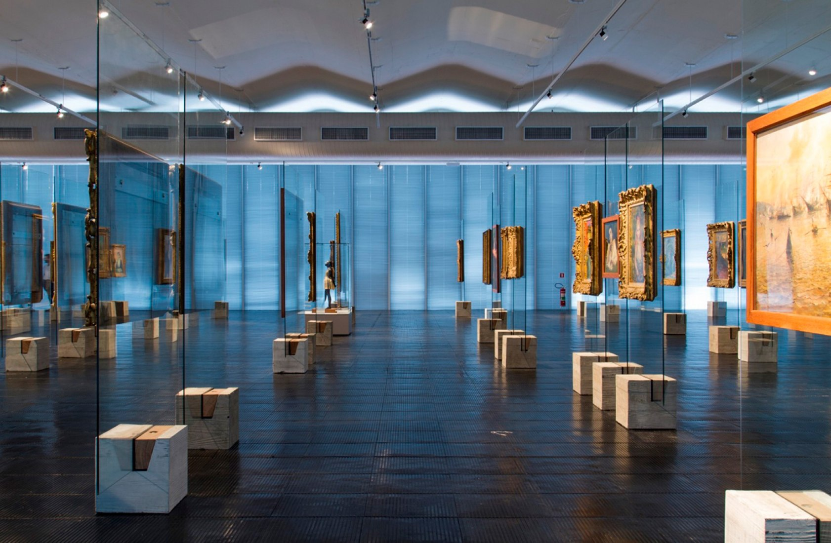 Vista de la galería de arte MASP en diciembre 2015. Fotografía © Romulo Baratto. Imagen cortesía de Metro Arquitetos.