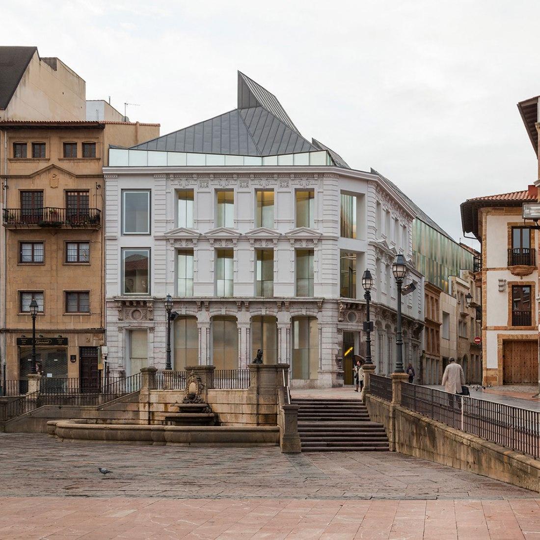 Surroundings. Fine Arts Museum of Asturias by Francisco Mangado. Photograph © Pedro Pegenaute.
