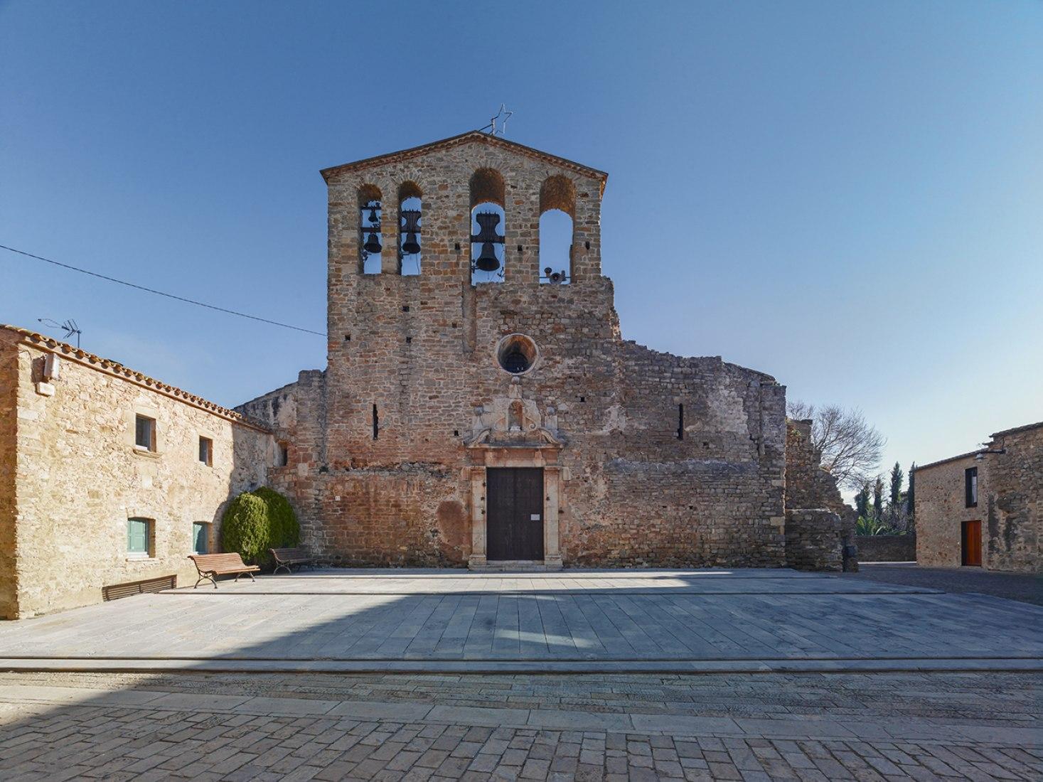 Mateo Arquitectura. Ullastret revisitado por Jordi Bernadó.