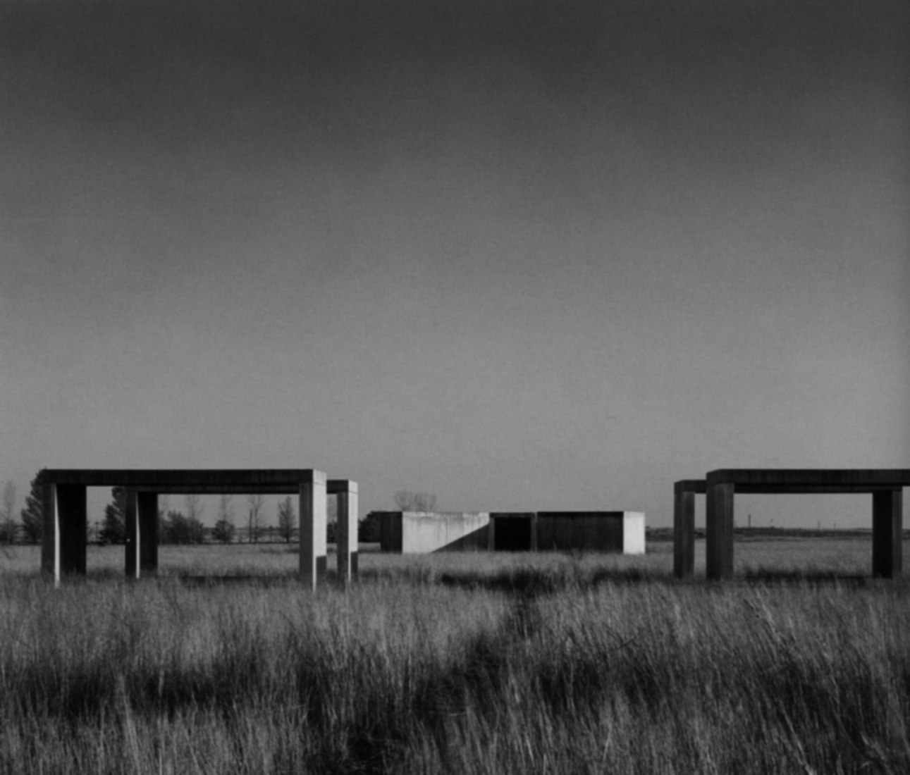 Minimalismo revisado por Enric Llorach. Donald Judd, Permanent Installation of Concrete Works, Chinati Foundation, Nicholas Serota (ed.), Donald Judd, Tate Publishing, Londres, 2004. Imagen cortesía de Enric Llorach.
