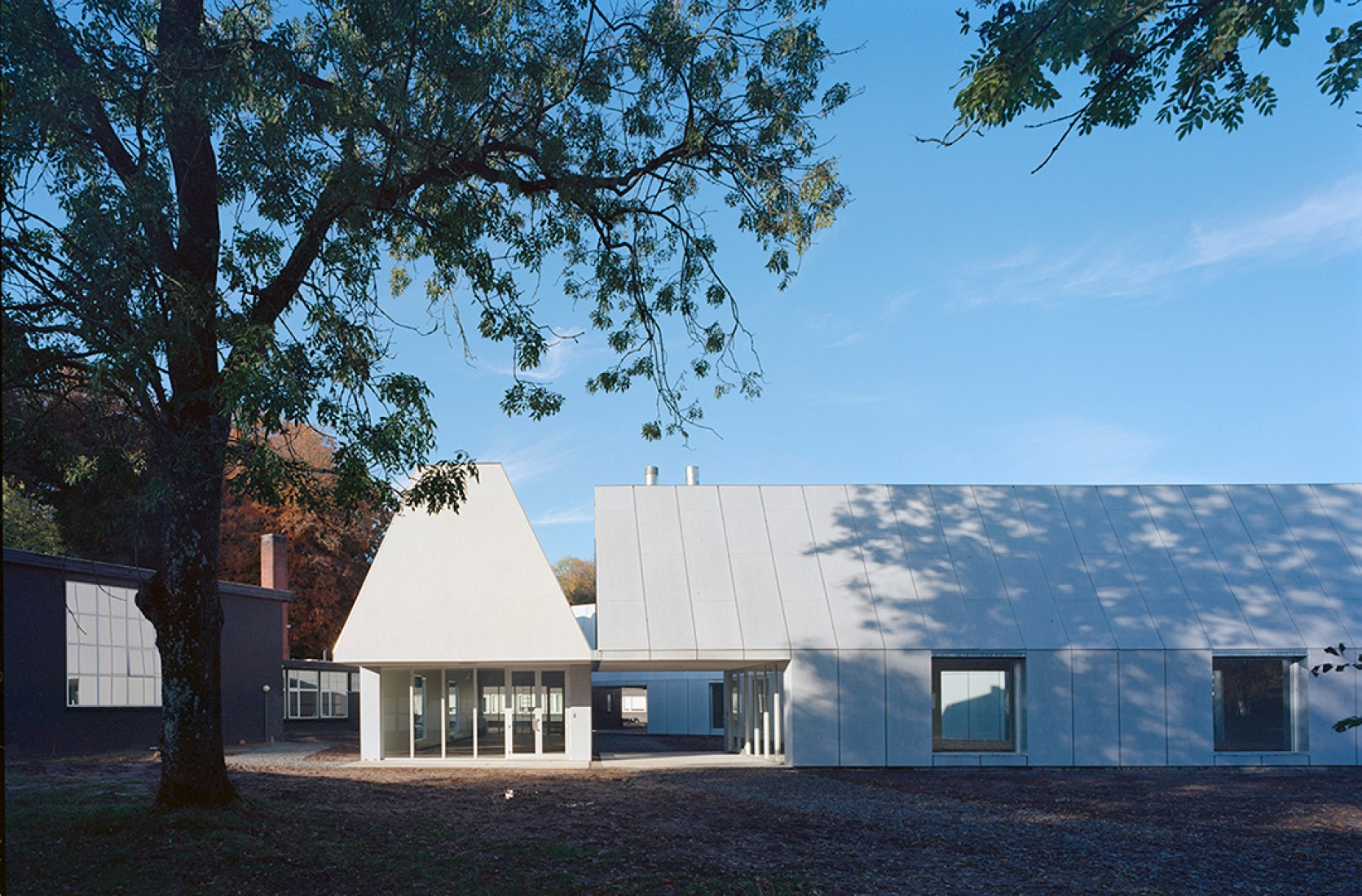 Exterior view of School No.1 by MOS Architects. Photography © MOS, Florian Holzherr, Per Andersen.