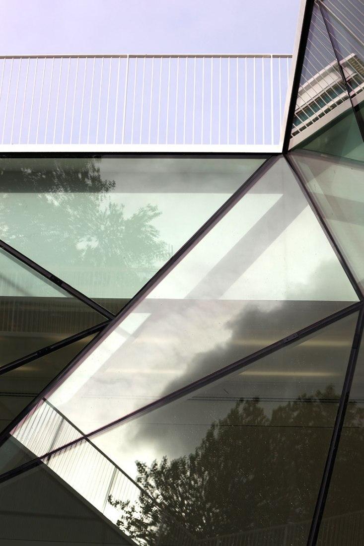 Vista del patio interior. Munkegaard School por Dorte Mandrup Arkitekter. Fotografía © Adam Mørk.