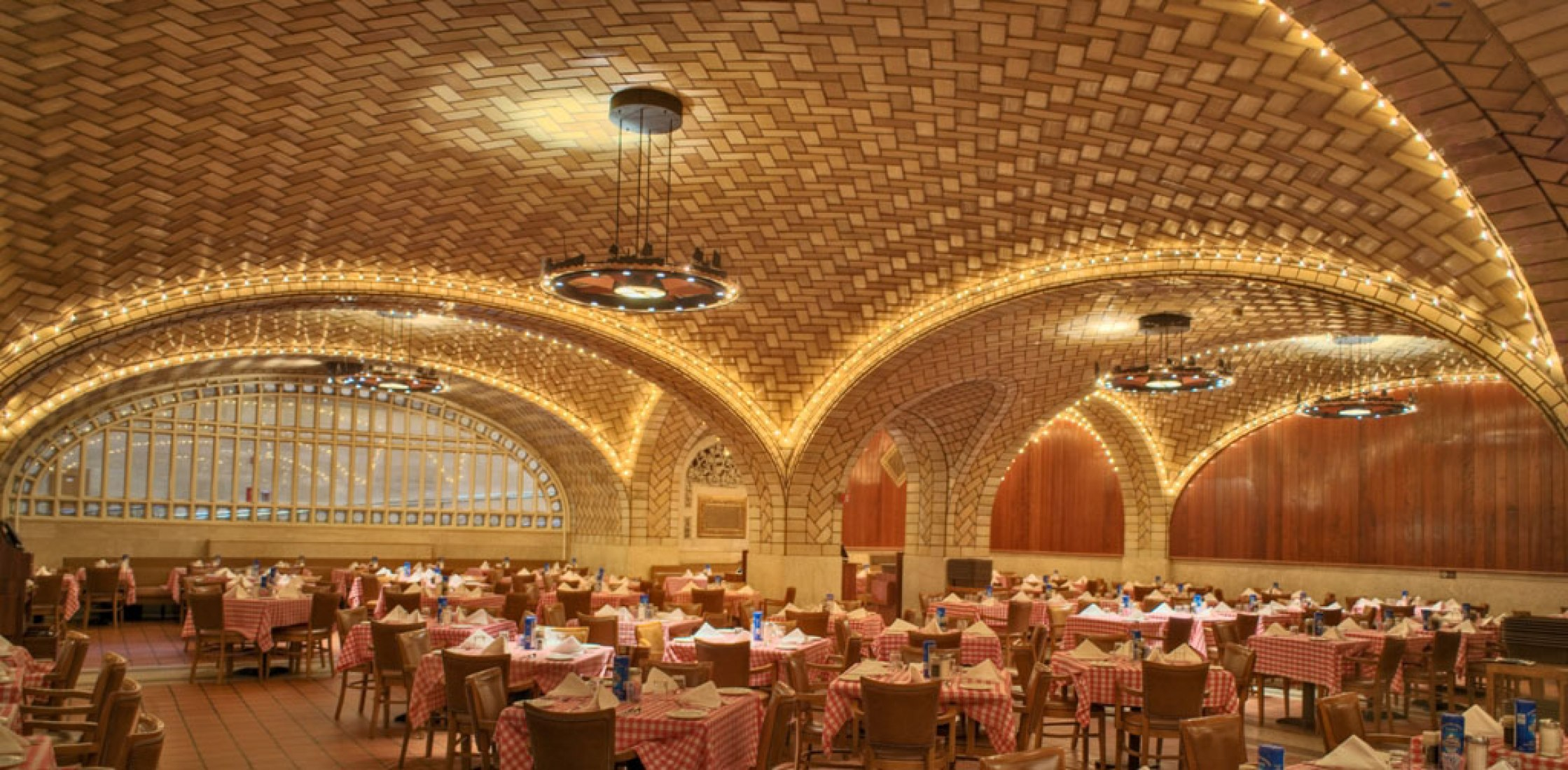 Oyster Bar, Grand Central Terminal. Gustavino Co. para arren & Wetmore, 1912. FotoWgrafía © Michael Freeman.