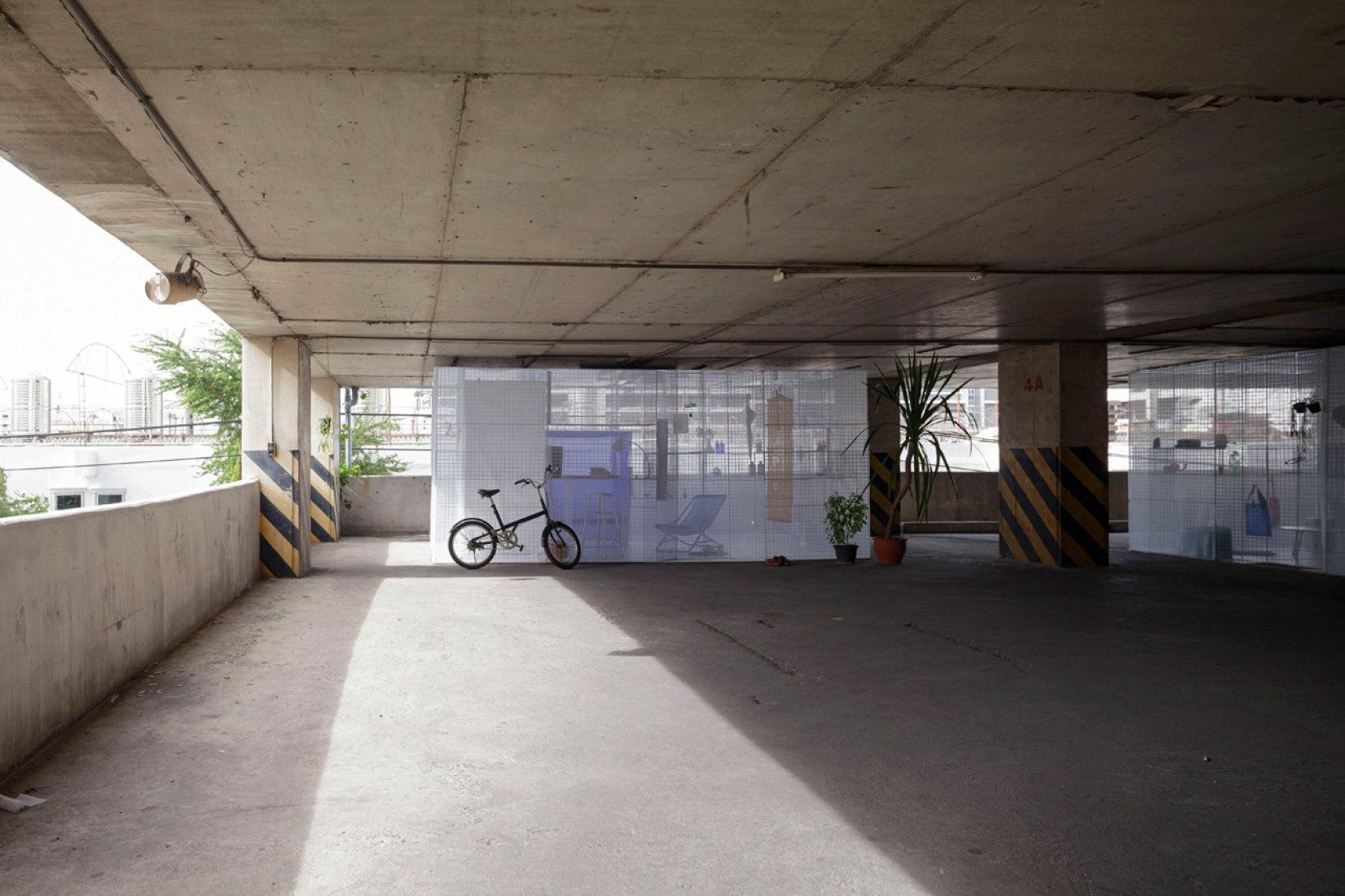 Exteiror view. Minimalist Pop-up Houses in a parking garage of Bangkok. Photography © Soopakorn Srisakul.