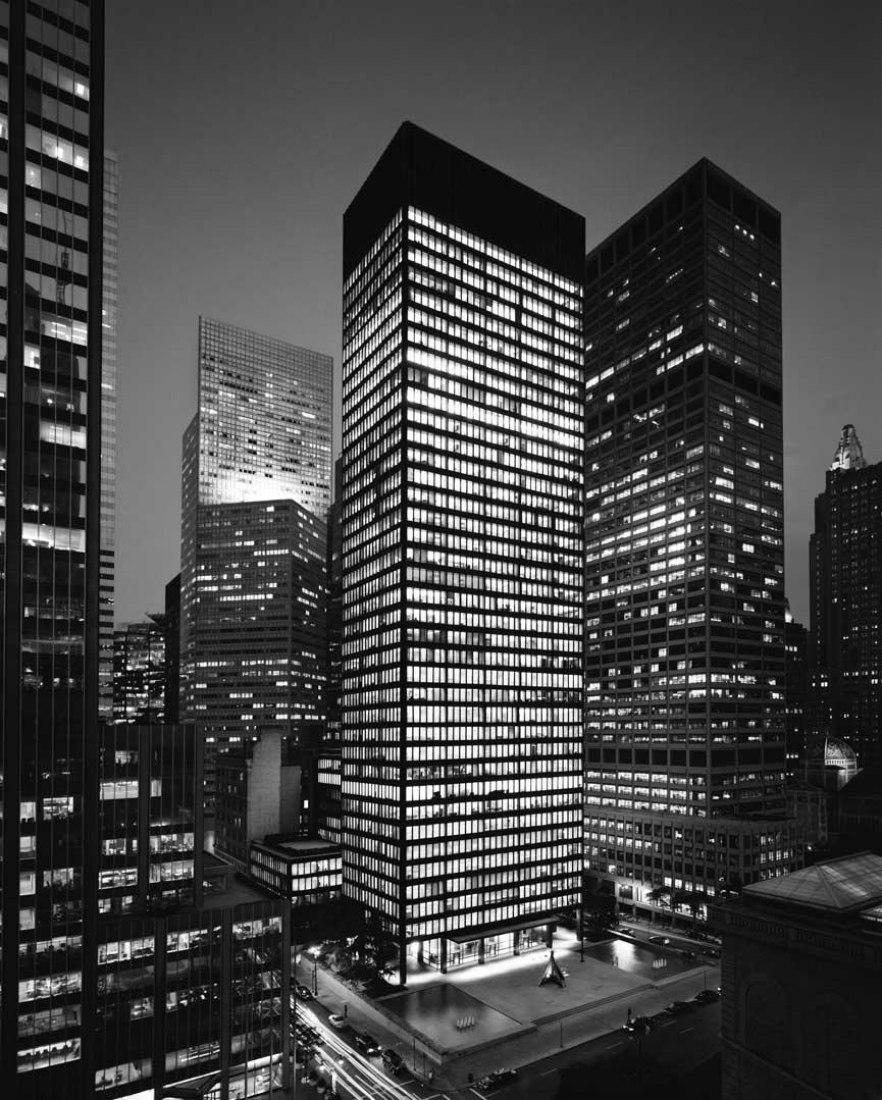 Edificio Seagram por Mies van der Rohe en asociación con Philip Johnson. Imagen cortesía de RFR.