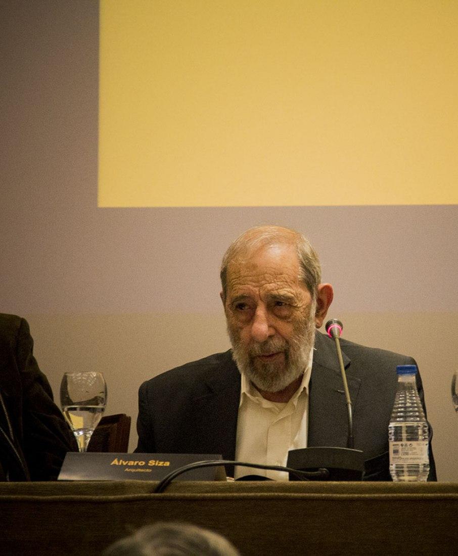 Álvaro Siza. Previous press conference of the presentation of the book Siza x Siza. Photography © Andrea Portillo / METALOCUS.