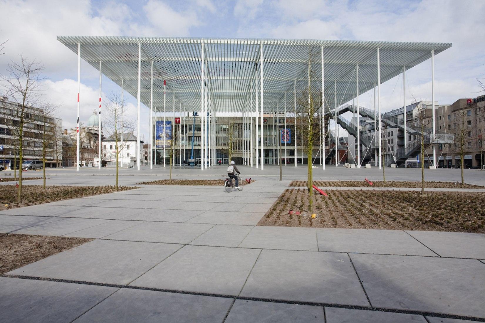 Vista exterior. Theaterplein por Studio Bernardo Secchi & Paola Viganò. Fotografía © Teresa Cos.