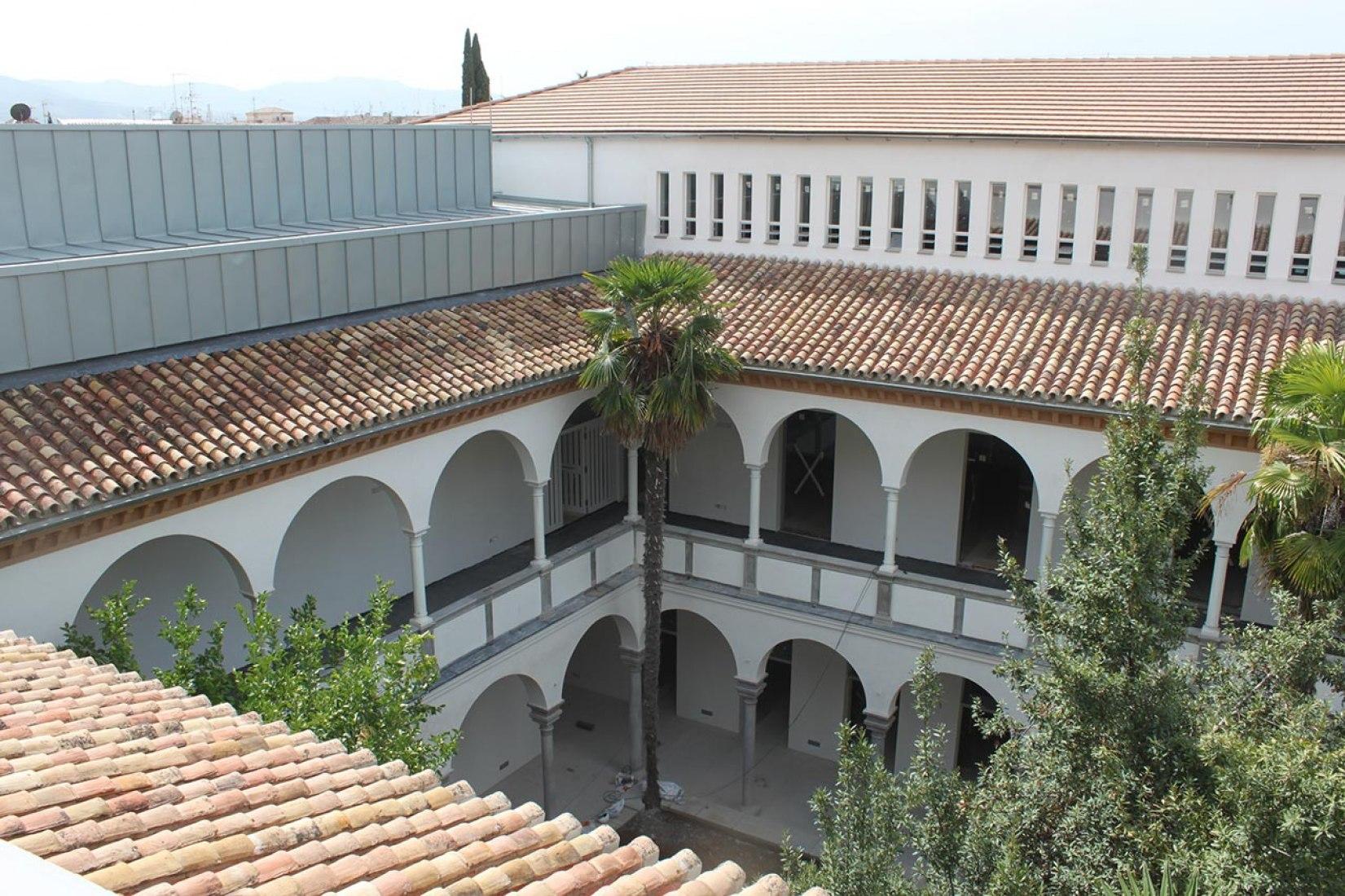 Imagen de la Reconversión del antiguo Hospital Militar para la Escuela Técnica Superior de Arquitectura de Granada realizada por Víctor López Cotelo. Fotografía © Lluís Casals.