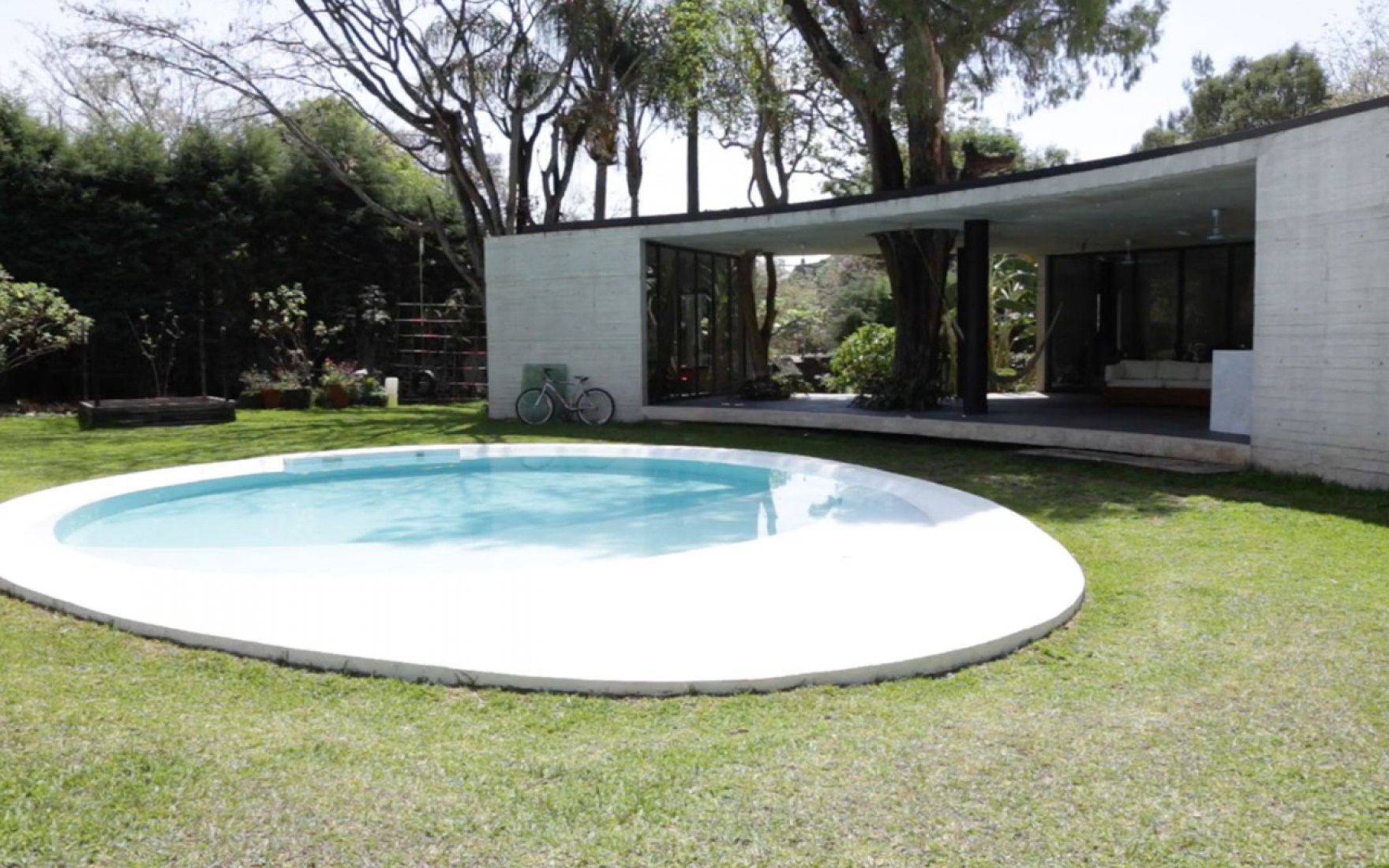 Still frame from Synthesis and Containment. Tepoztlan House by Cadaval & Solà-Morales.