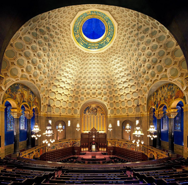 Wilshire Boulevard Temple. Photograph © Tom Bonner. Image Courtesy of Levin & Associates Architecture