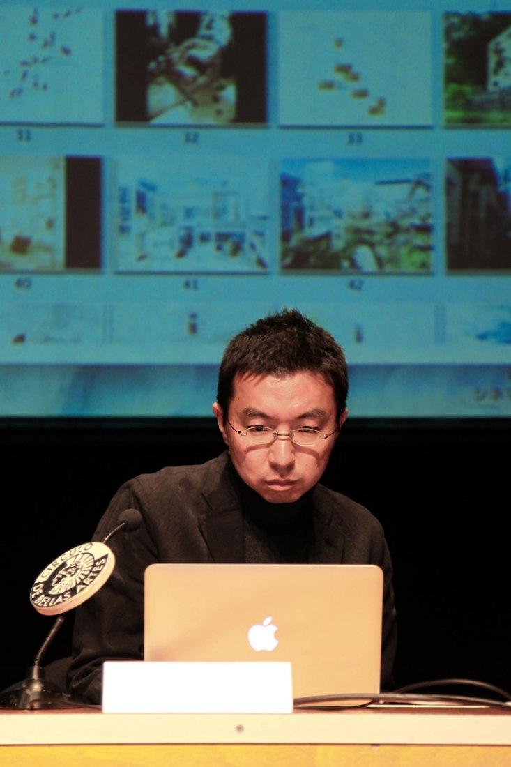 Sou Fujimoto en el Círculo de Bellas Artes. Cortesía de IE School of Architecture and Design.