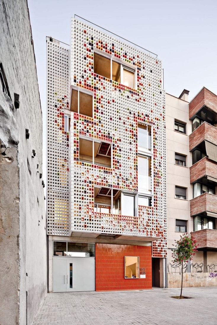 Edificio de viviendas plurifamiliar por Lagula arquitectes. Fotografía © Adrià Goula.