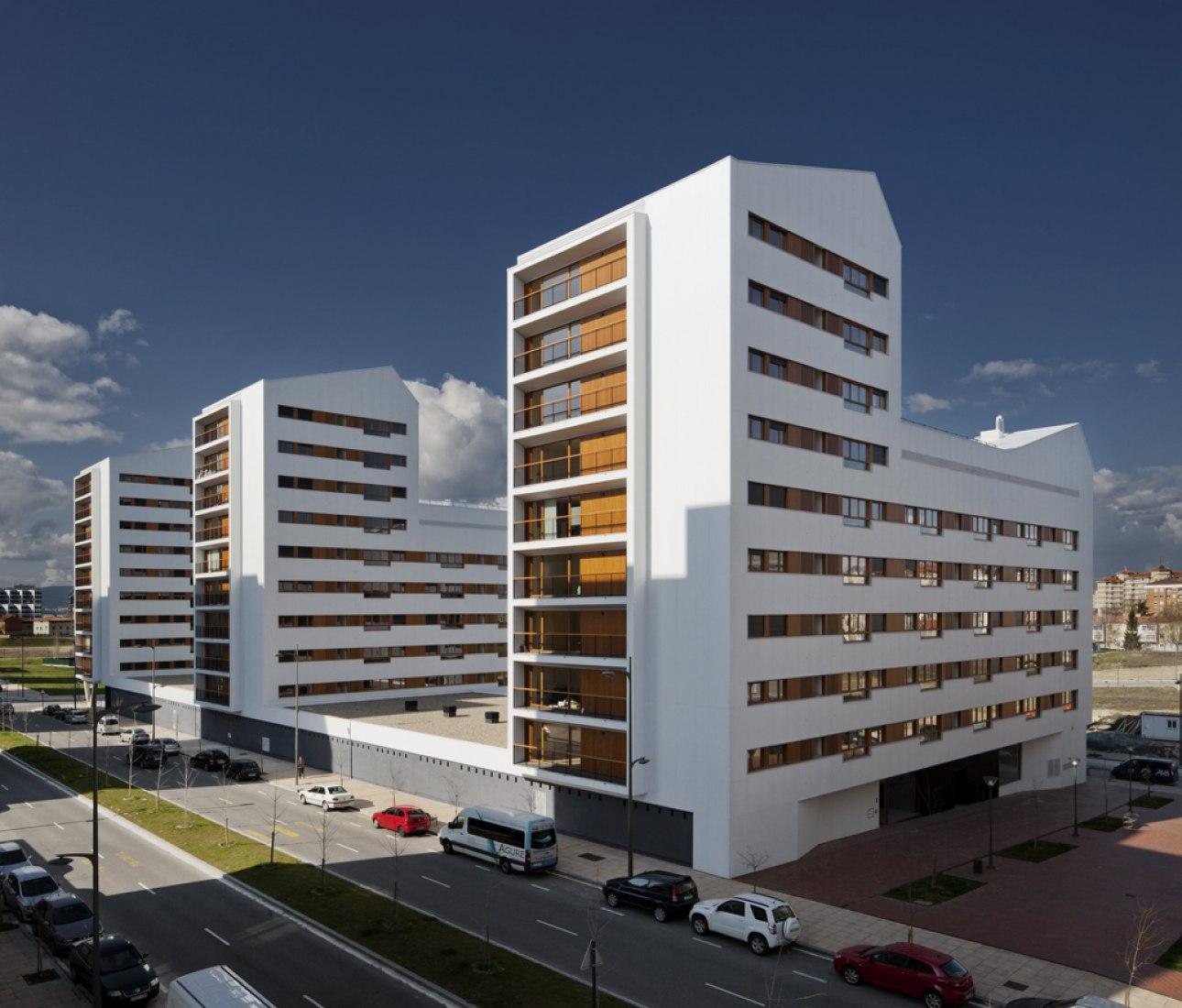 104 Social Housing Units in Borinbizkarra. Photography © Aitor Ortiz. Courtesy of ACXT.