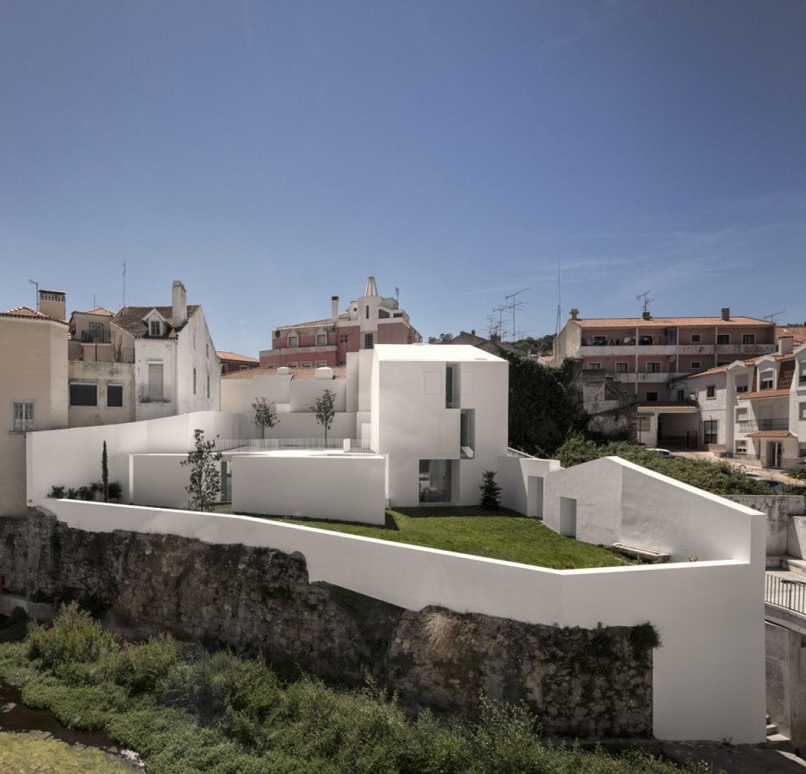 House in Alcobaça by Aires Mateus. Photography © Fernando Guerra | FG+SG.