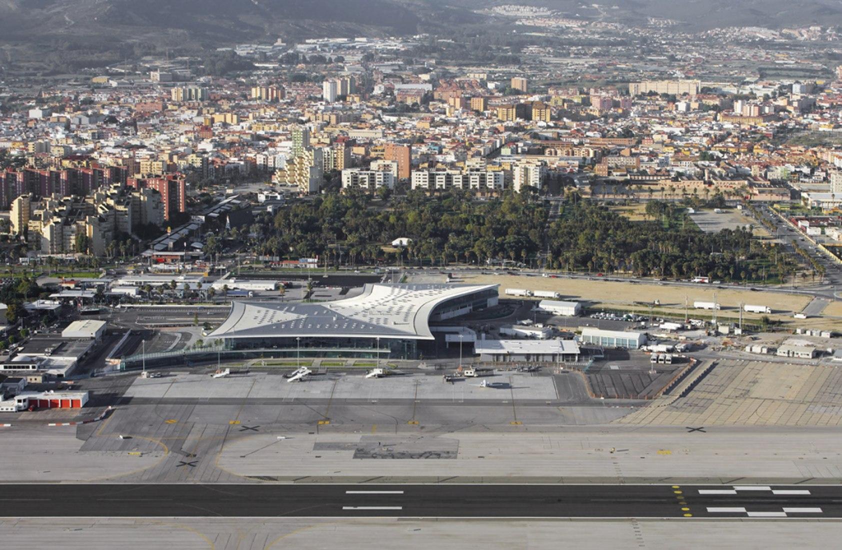 Emplazamiento del Aeropuerto de Gibraltar por bblur architecture con 3DReid. Fotografía © Hufton + Crow. Cortesía de Daniel Bérubé.