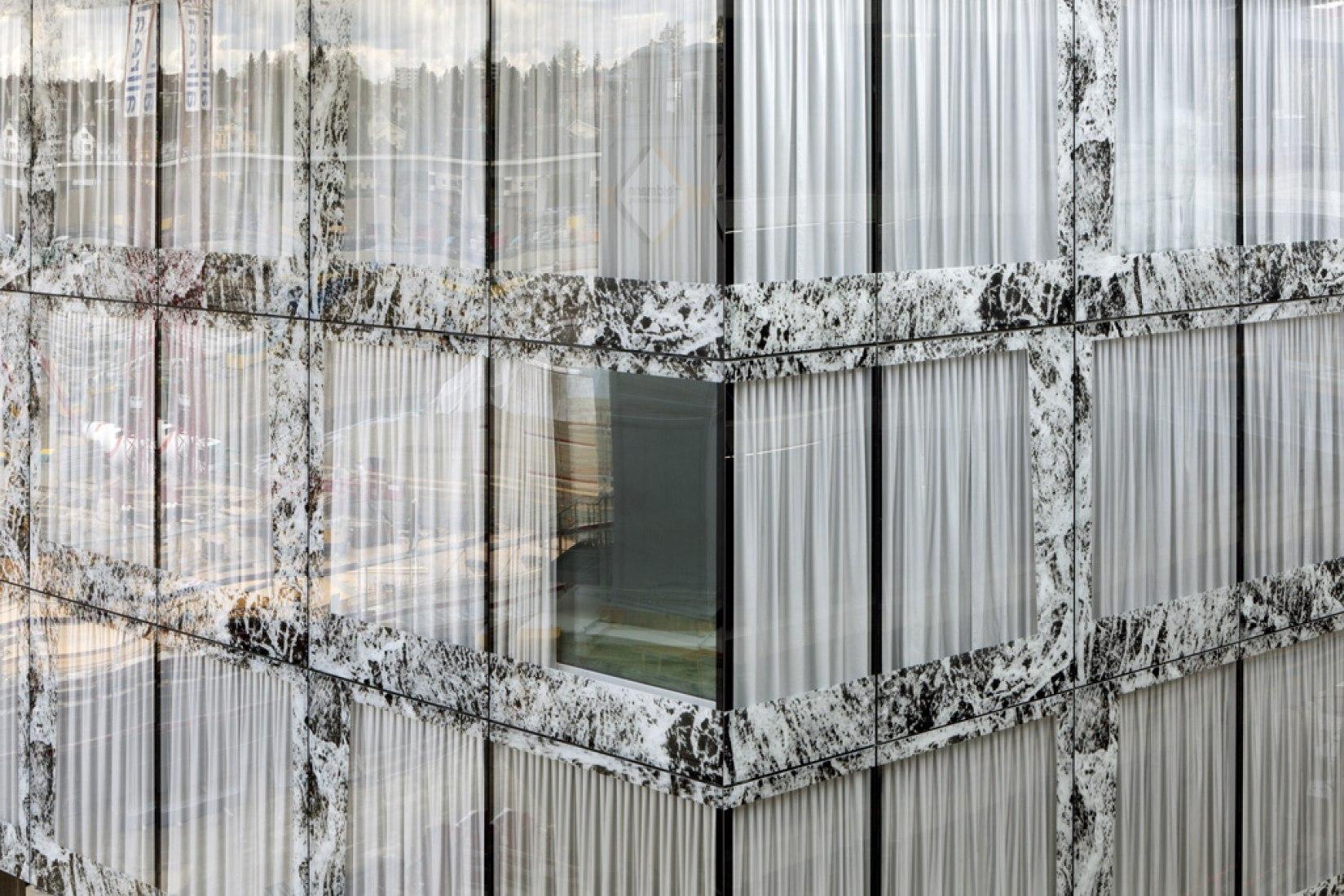 Acristalamiento exterior de la Sede Allianz. Imagen cortesía de © Wiel Arets Architects.
