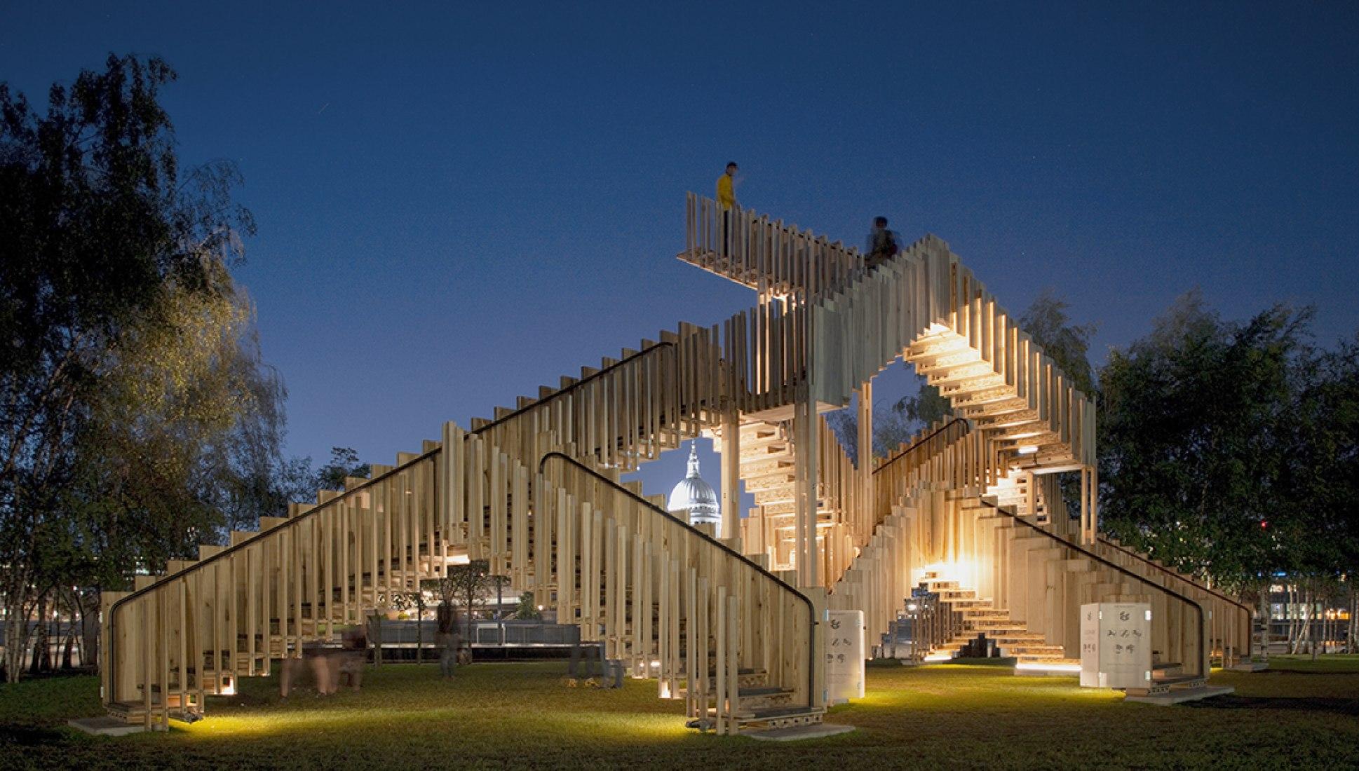 Vista nocturna. Endless Stair por Rijke Marsh Morgan Architects (dRMM), Londres. Fotografía © Alex de Rijke.