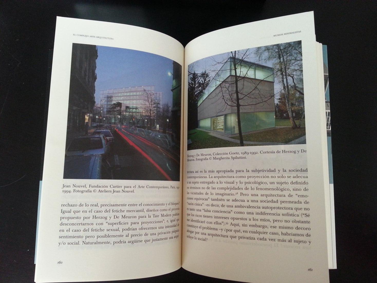 Book. El complejo arte-arquitectura. Courtesy of Turner Noema.