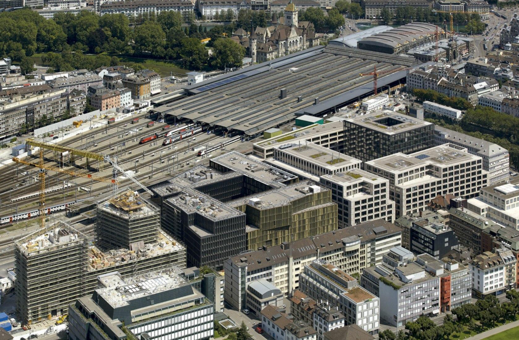 Vista aérea de Europaallee. Eisgasse House, Europaallee 21, por Max Dudler. Fotografía © Stefan Müller