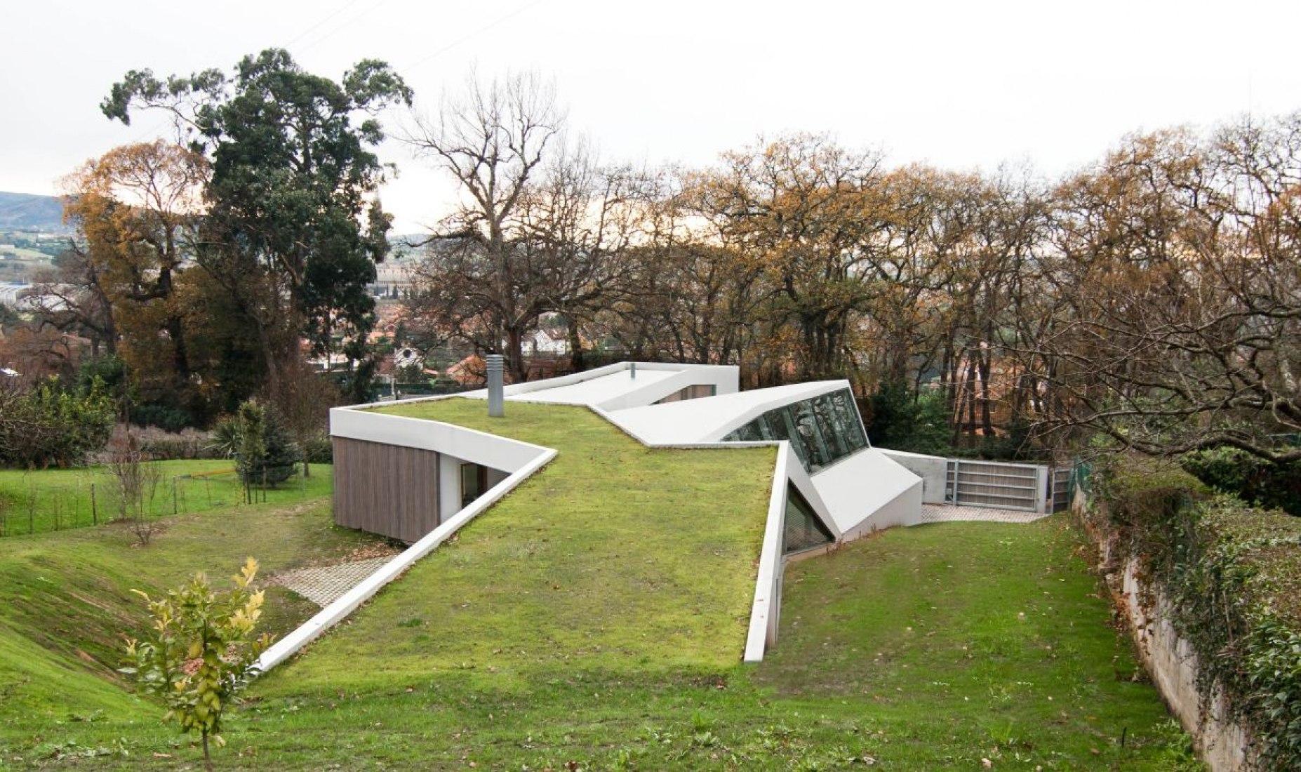 Vista de la cubierta. Vivienda y estudio para la artista Lara Ríos. Cortesía de F451 Arquitectura.