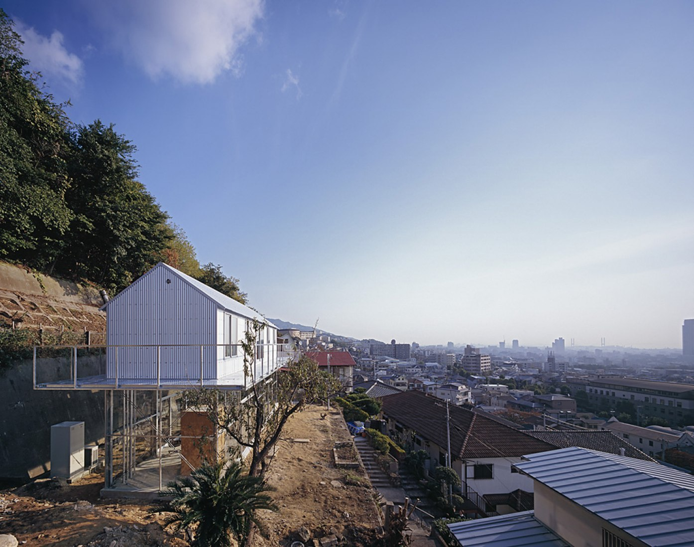 Vista exterior, Casa en Rokko, por Tato architects. Fotografía por Ken'ichi Suzuki