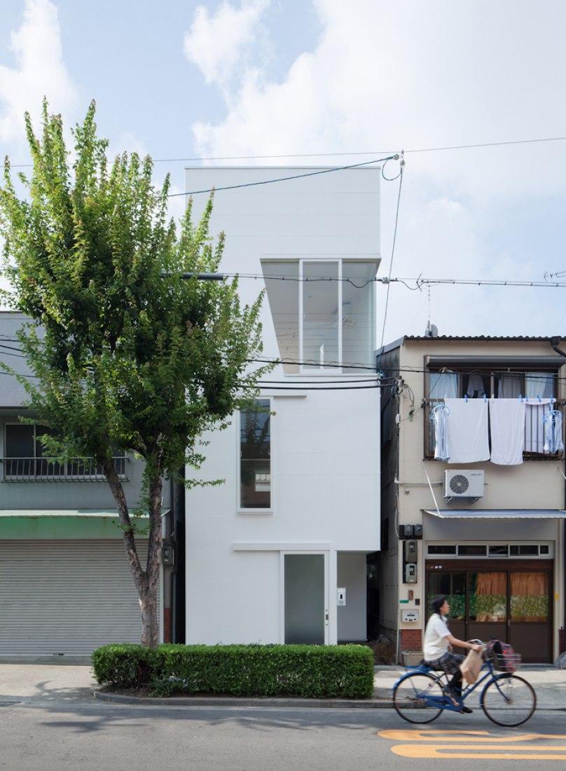 Outside vision. House in Tamatsu. Image © Yohei Sasakura.