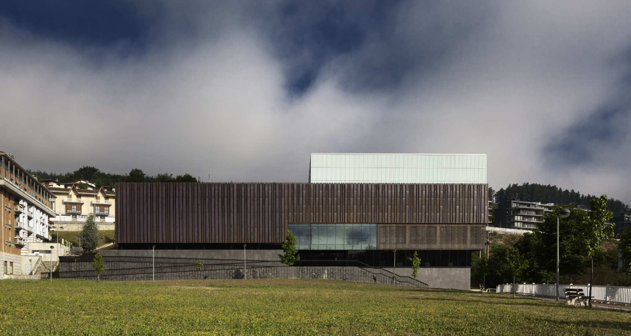 Ibarra Sports Center by Asier Acuriola and Fernando Bajo. Photography © Aitor Ortiz.