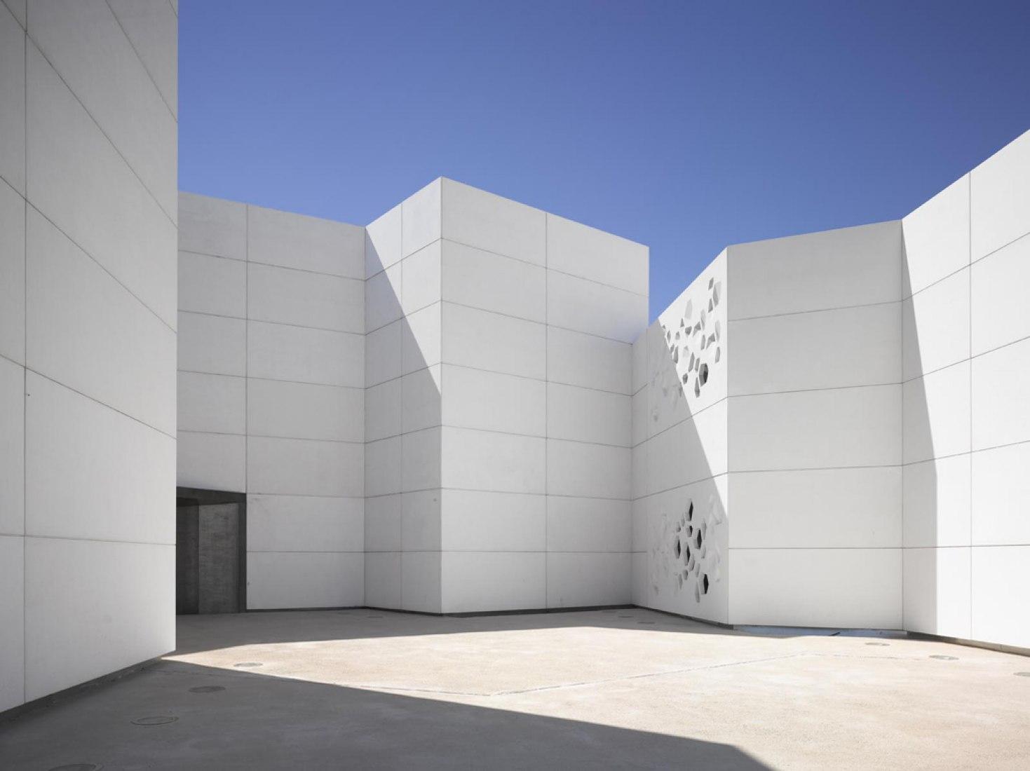 Entrance, Contemporary Art Center by Nieto Sobejano Arquitectos. Photography © Roland Halbe.
