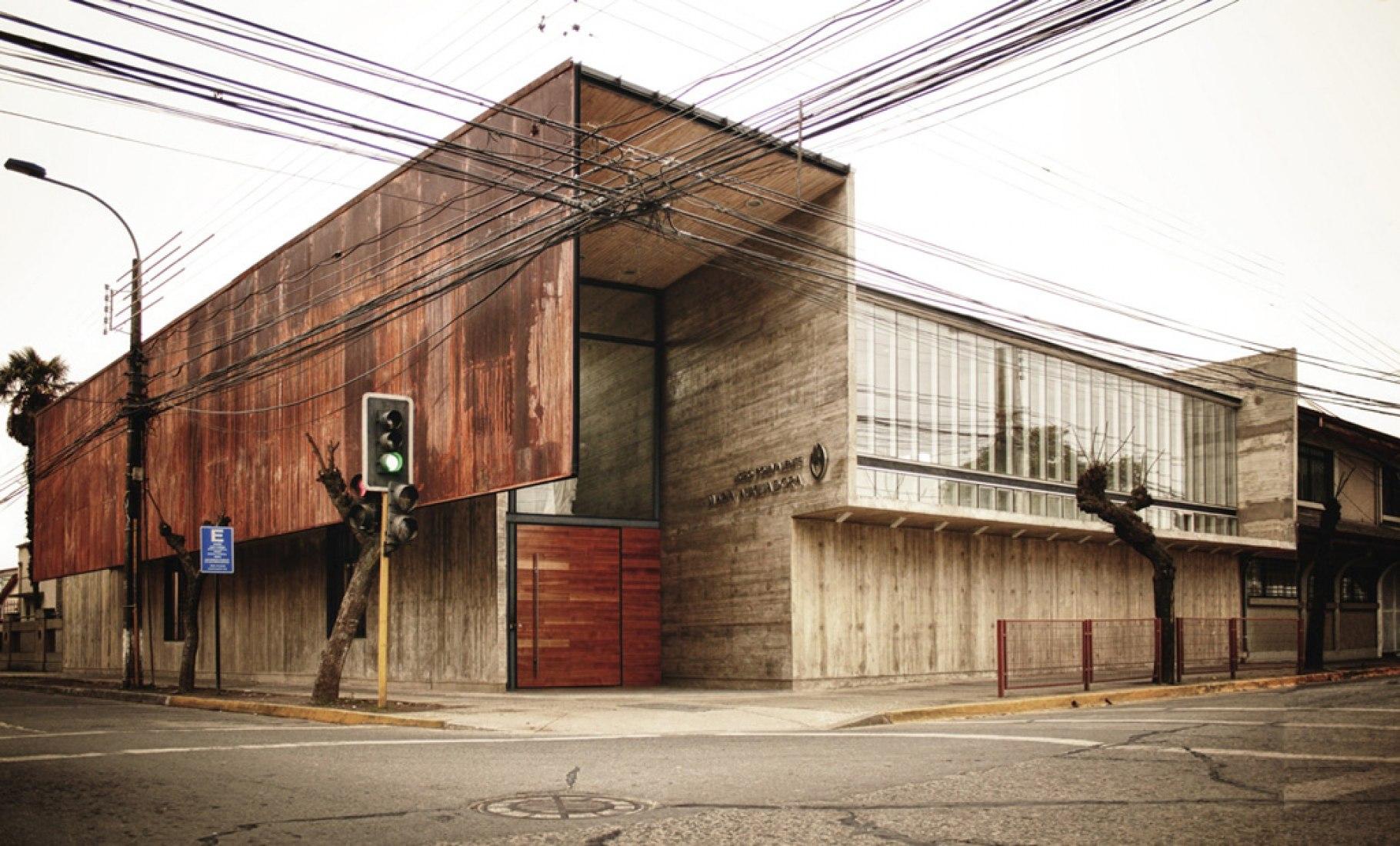 Curricular administrative building Lycée María Auxiliadora. Photography © Surco Arquitectura.