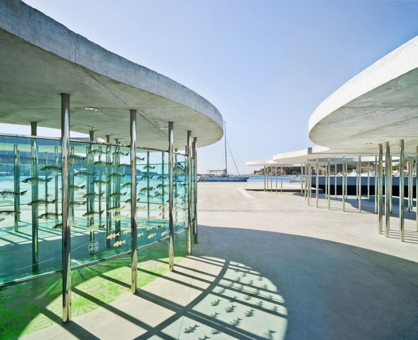 Sombras de las marquesinas. Urbanización del Muelle de la Terminal de Cruceros. Puerto de Cartagena. Por Martín Lejarraga. Fotografía © David Frutos.