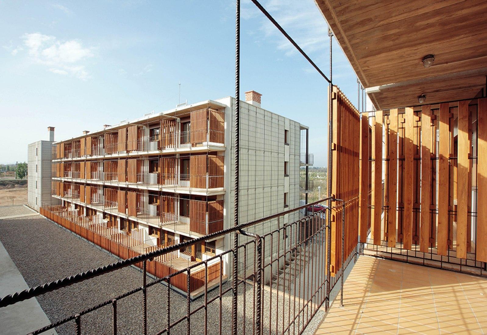 Vista desde la terraza. 80 viviendas de protección oficial en Salou por Toni Gironès. Fotografía © José Hevia.