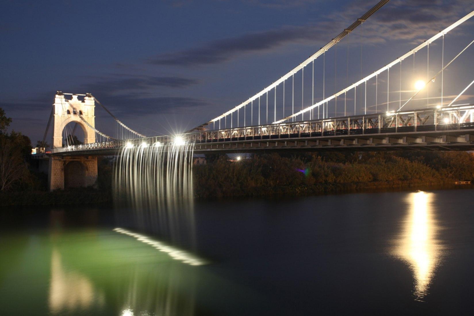 Intervención en el puente colgante de Amposta por el estudio de Ana Morcillo y Jonathan Rule. Fotografía por José Luís Sellart.