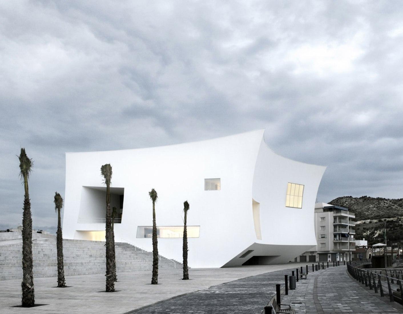 Auditorio y Palacio de Congresos Infanta Doña Elena por Estudio Barozzi Veiga. Fotografía por Mariela Apollonio