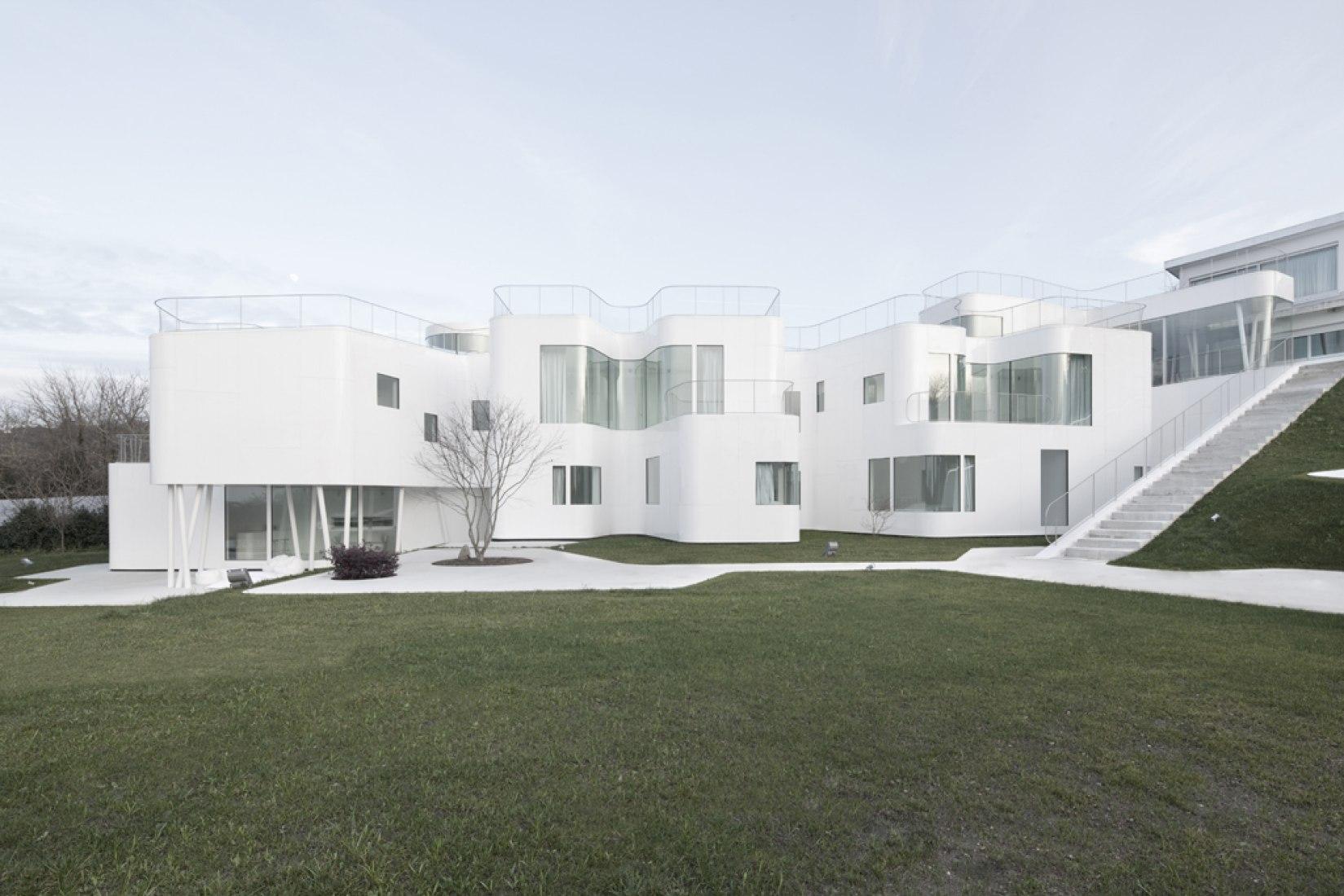 Vista exterior. Casa V. Fotografía © Ramón Cantero. Cortesía de Dosis de Arquitectura