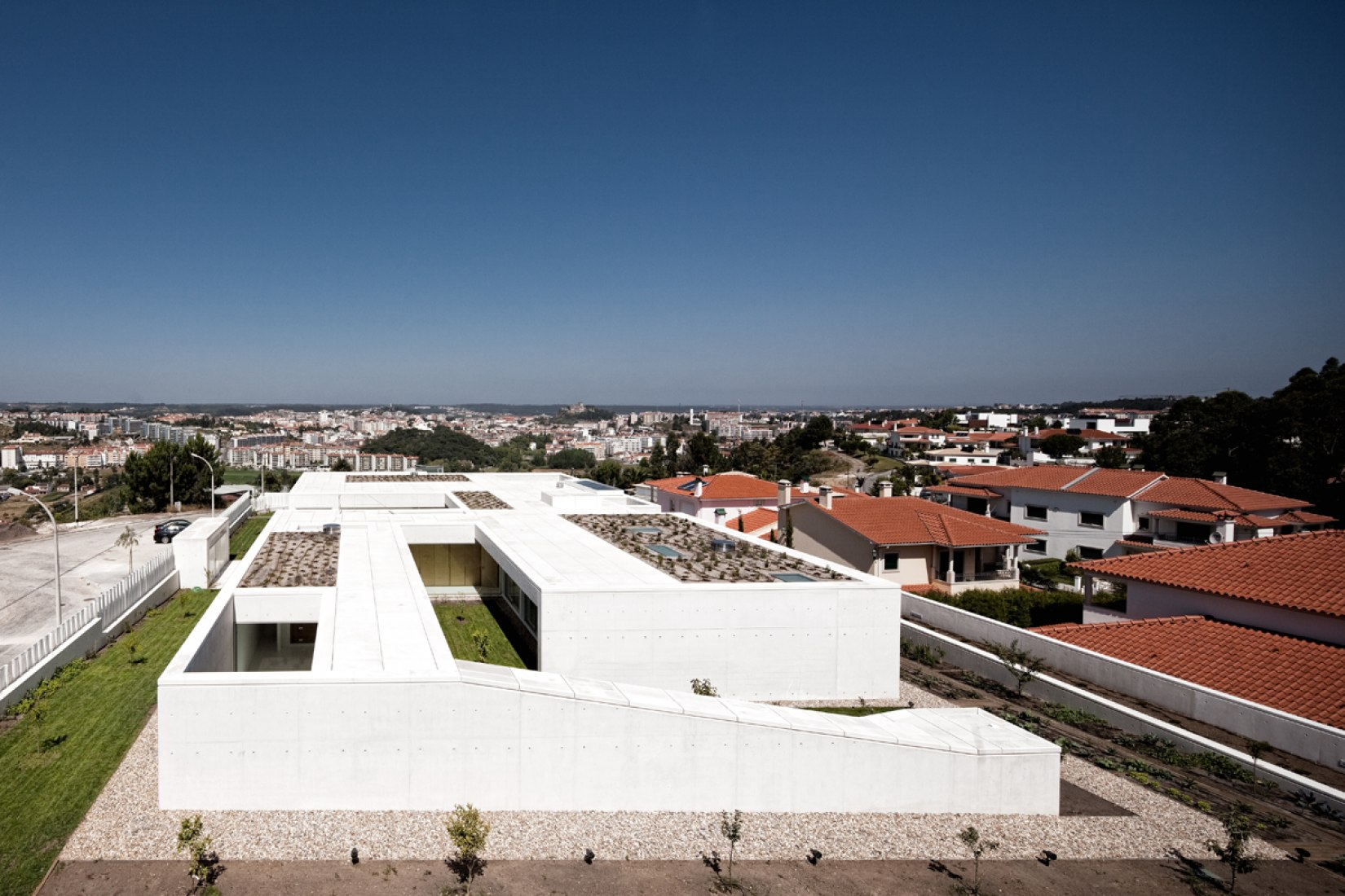 House in Leiria by ARX Portugal. Photography © FG+SG - Fotografia de Arquitectura.