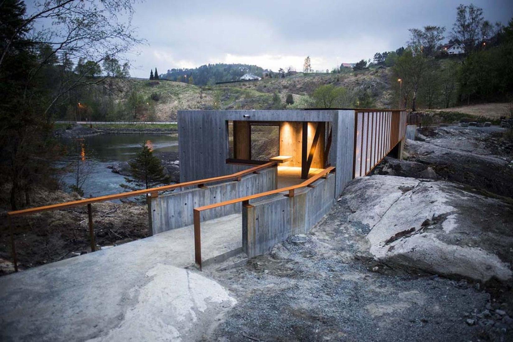 Acceso al puente. Høse Bridge por Rintala Eggertsson Architects. Fotografía © Dag Jenssen.