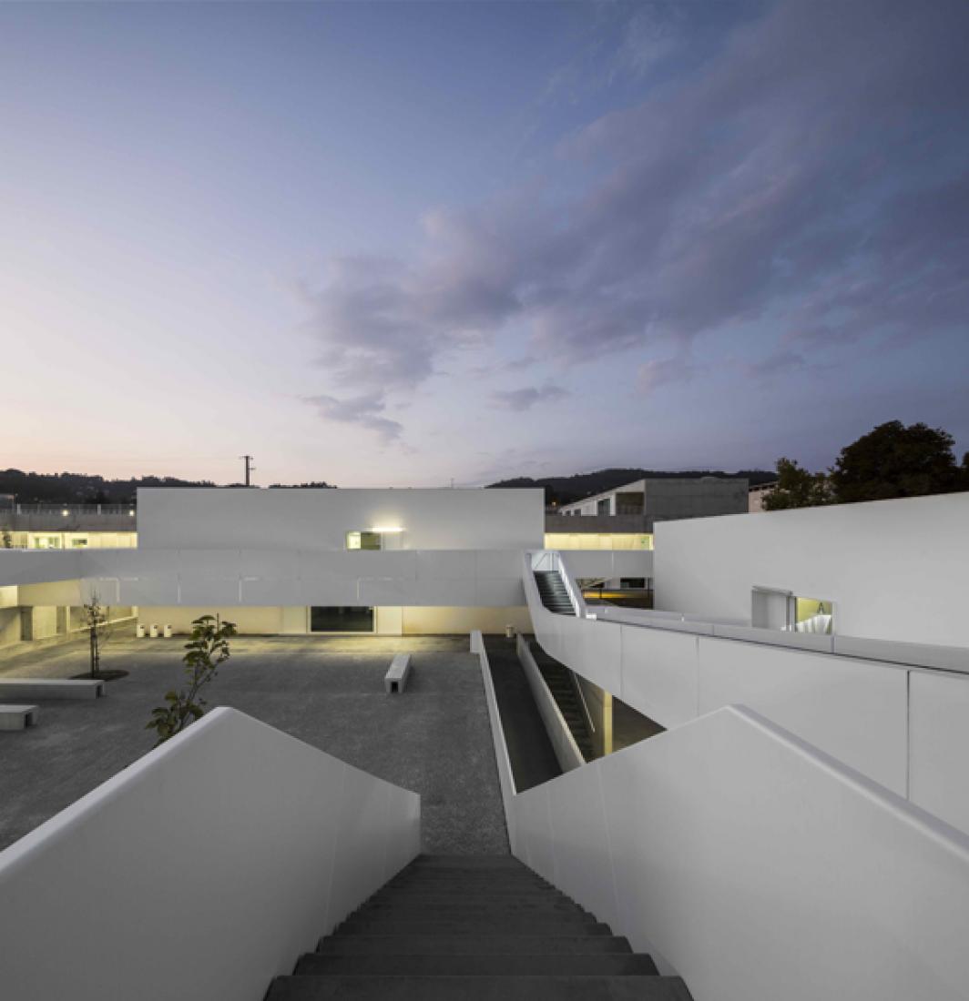 Escola Básica e Secundária de Server do Vouga. Server do Vouga, Portugal Author: Pedro Domingos. Photography © Fernando Guerra.