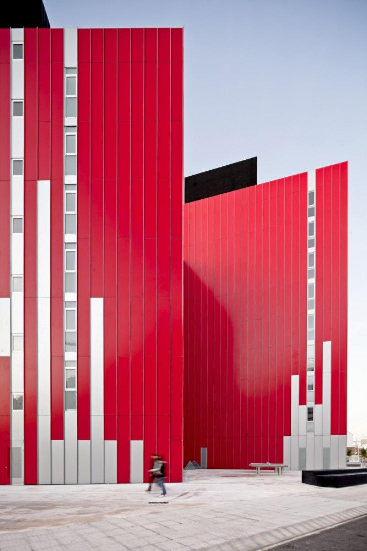 Vista exterior detalles de fachada. Viviendas Universitarias por Guallart Architects. Fotografía © Adrià Goula.