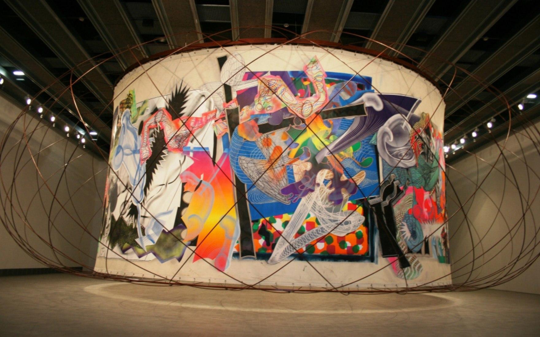 "Vista exterior del toroide. ""The Michael Kohlhaas Curtain"" por Frank Stella & Santiago Calatrava."