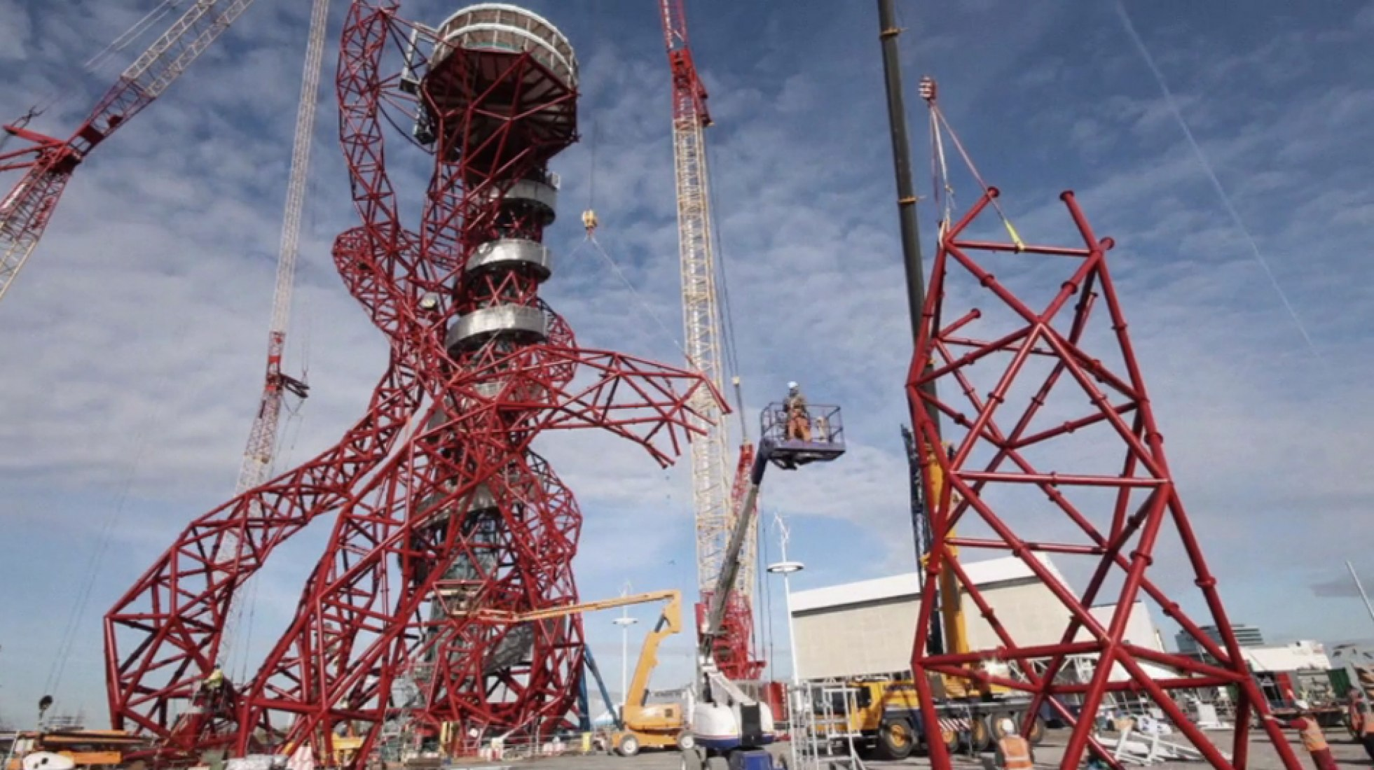 El Orbit es uno de los 25 trabajos de arte, encargados por la Olympic Delivery Authority, quedarán permanentes en la zona del parque Olímpico.