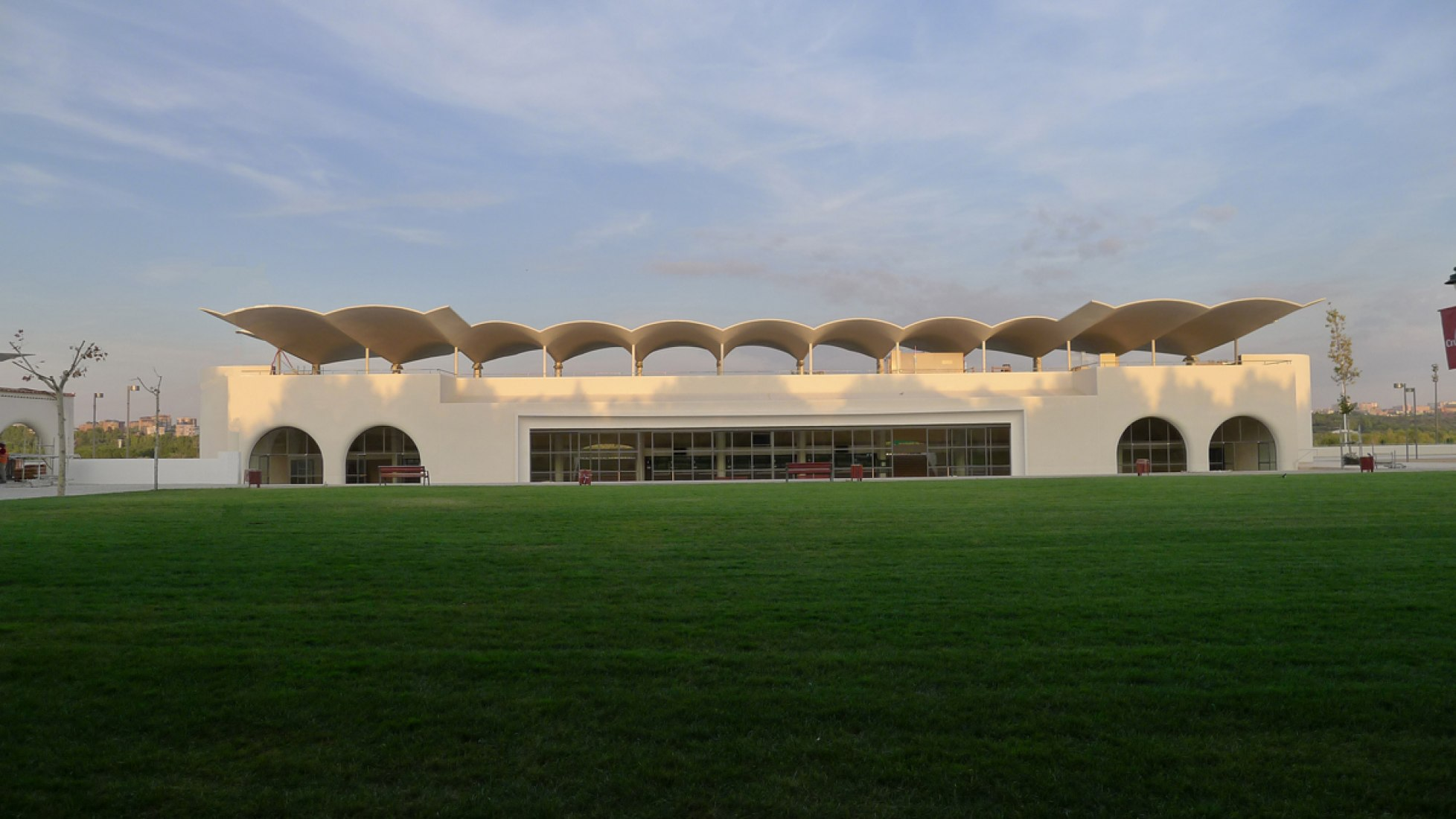 The Zarzuela Hippodrome, remodelation by Jerónimo Junquera study on the project designed in 1934 by Arniches, Dominguez and Torroja. Image courtesy of JUNQUERA ARQUITECTOS.