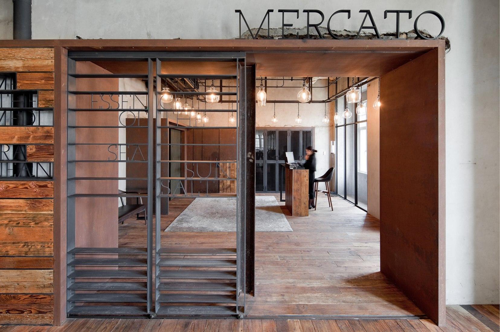 Vista interior del Restaurante italiano Mercato por Neri&Hu. Fotografía © Pegenaute. Cortesía de Neri&Hu.