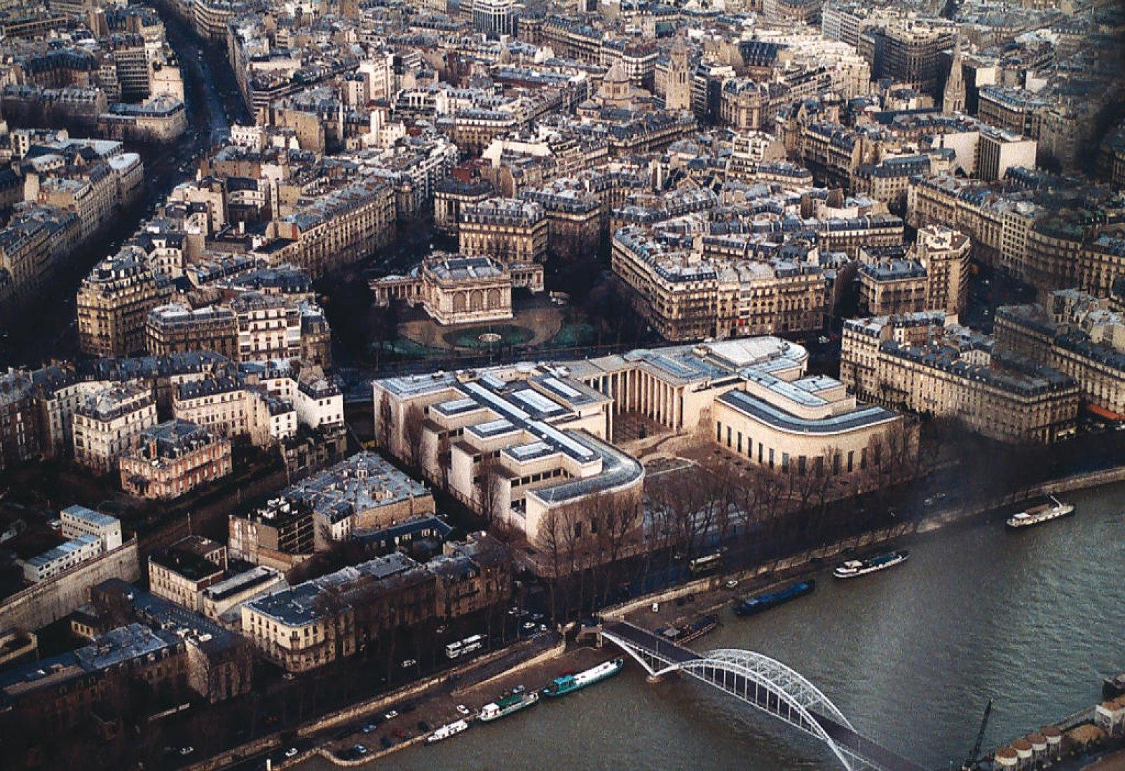 Palais de Tokyo, París. Situación. Lugar para la creación contemporánea. Proyecto de reforma por Lacaton & Vassal. Fotografía © Lacaton & Vassal. Señala encima de la imagen para verla más grande.