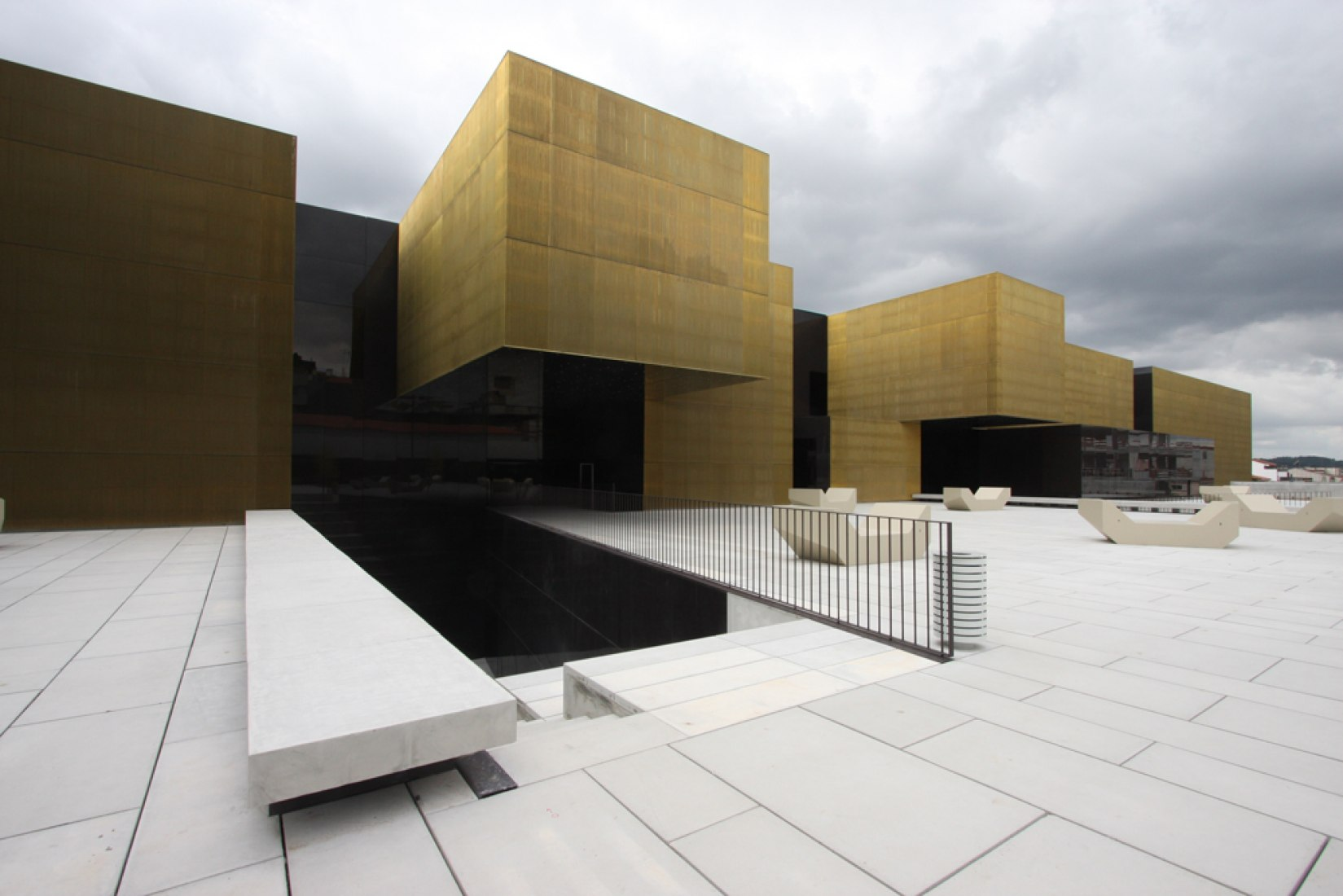 Plaza de acceso. Plataforma de las Artes y la Creatividad por Pitágoras. Fotografía © Pitágoras.