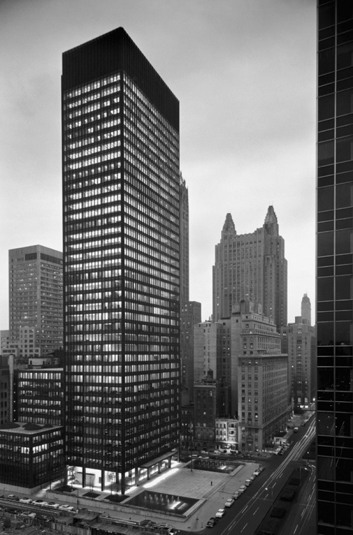 Seagram building, Ludwig Mies van der Rohe and Philip Johnson, architects; Kahn and Jacobs, associate architects; Phyllis Lambert, director of planning. View from northwest at dusk, 375 Park Avenue, New York, 1954–58. [Photo by Ezra Stoller © Esto, 1958, courtesy of the Canadian Centre for Architecture]