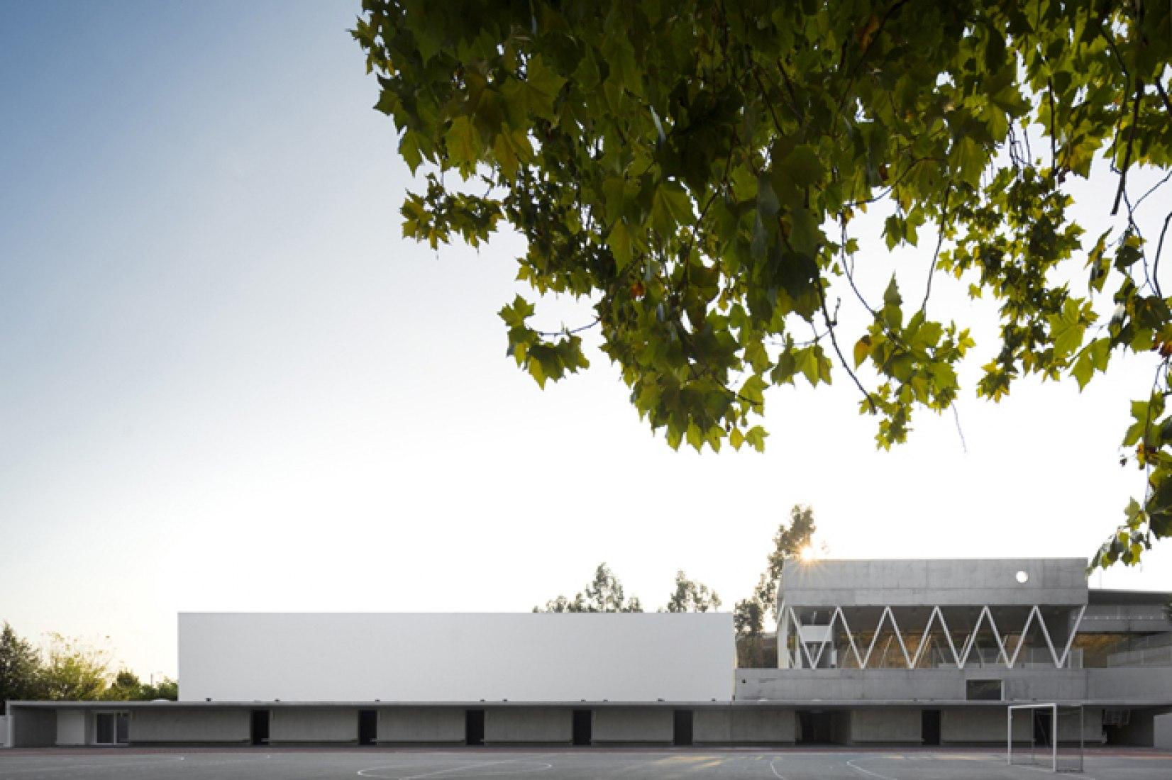 Escuela primaria y secundaria de server Do Vouga por Pedro Domingos Arquitectos. Fotografía © Fernando Guerra | FG+SG.