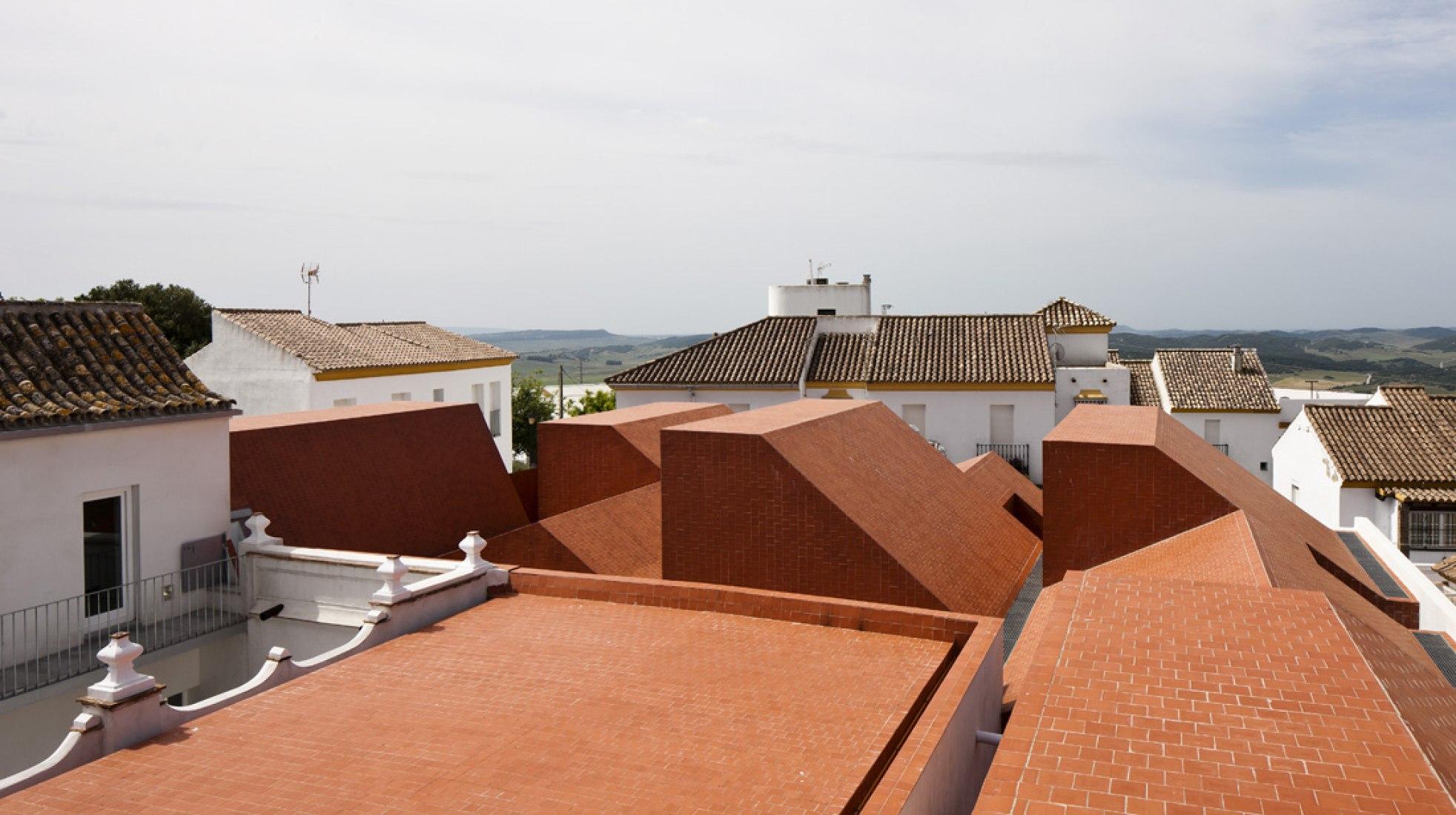 """Architecture prize. """"Escuela de Hostelería en Matadero"""" (Medina Sidonia, Cádiz) by Sol 89 - María González García and Juanjo López de la Cruz. Photography © Fernando Alda."""