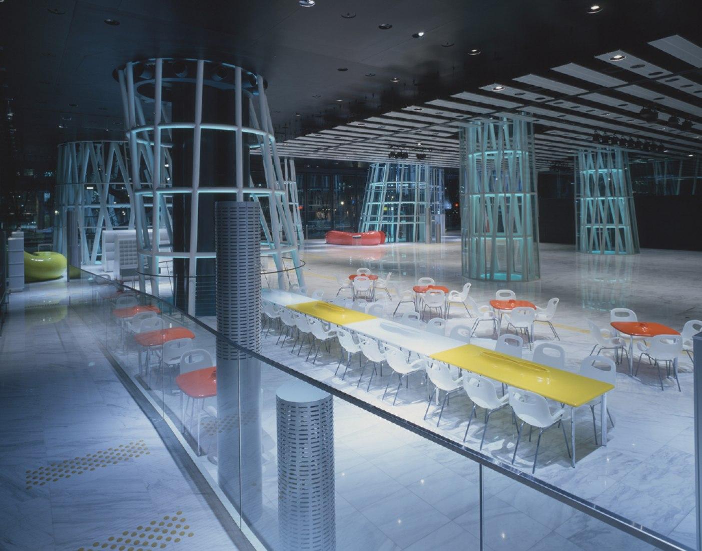 Mediateca de Sendai, 1995—2000, Sendai-shi, Miyagi, Japan. Fotografía por Nacasa & Partners Inc. Señala encima de la imagen para verla más grande.