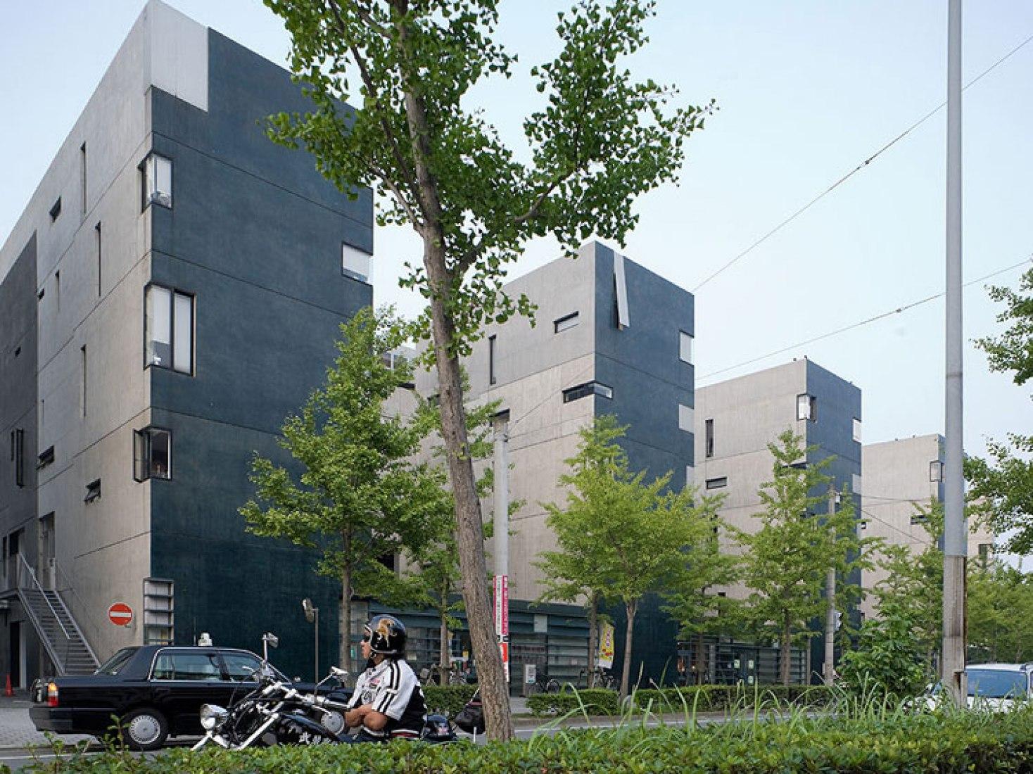 Void Space / Hinged Space Housing, 1991 Fukuoka, Japan. Photography © Hidetoshi Furuie. Courtesy of Praemium Imperiale.