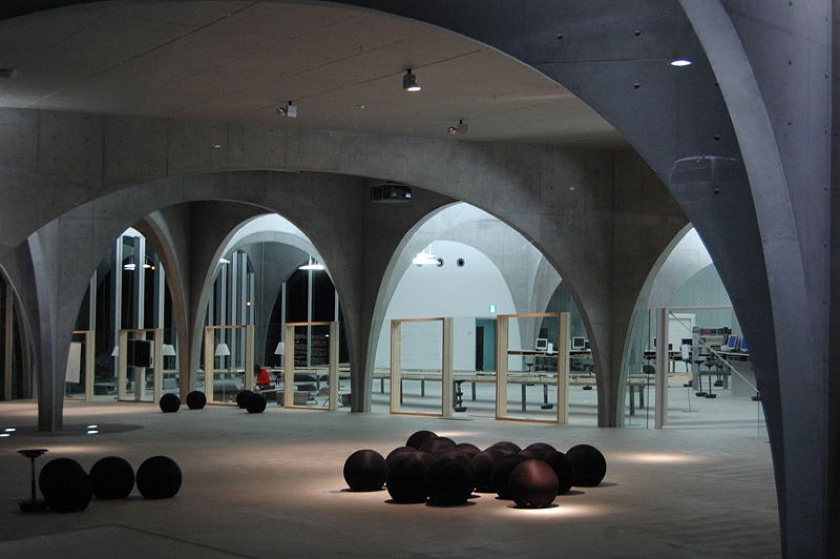 Tama University Library. Vídeo por Vincent Hecht.